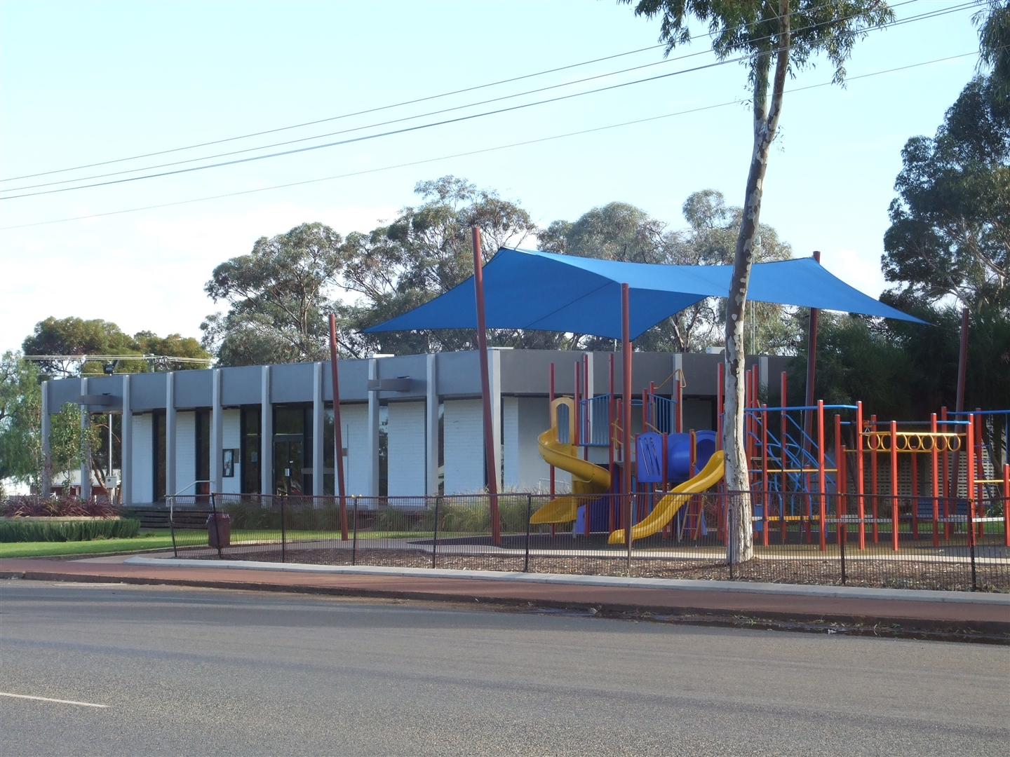 Image: Coolgardie Shire Office and Coolgardie Park